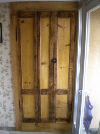 meuble d'entrée, porte de réemploi (ancien volet lionnais)