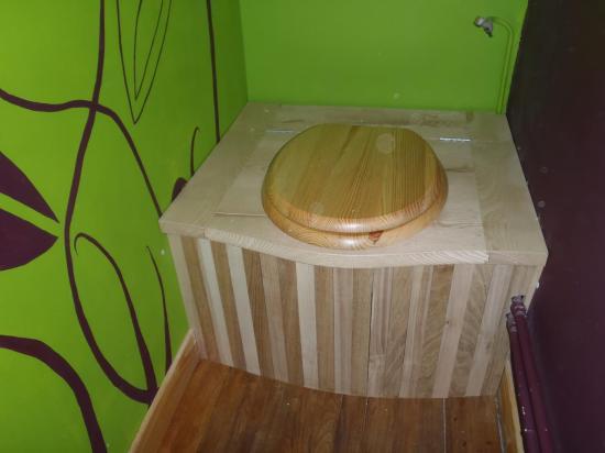 toilettes séches, frêne massif